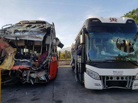 Hai xe khách tông nhau, ít nhất 1 người chết, 25 người bị thương ảnh 1