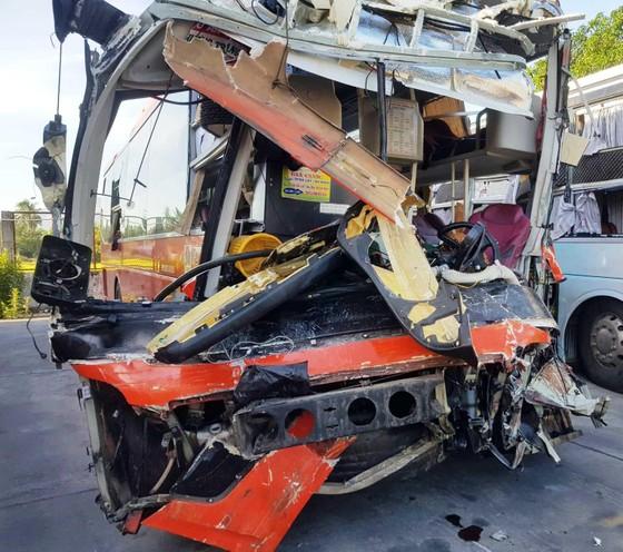 Hai xe khách tông nhau, ít nhất 1 người chết, 25 người bị thương ảnh 2