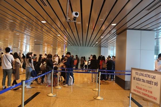 """Cục hàng không sẽ tổ chức chuyến bay đưa hơn 5.300 khách Trung Quốc """"kẹt"""" tại Khánh Hào về nước ảnh 1"""