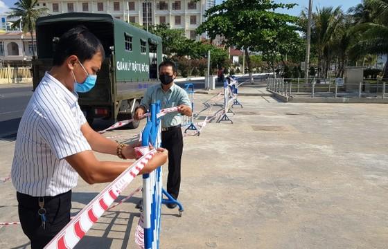 Biển Nha Trang không bóng người trong ngày đầu thực hiện Chỉ thị 16 về phòng, chống dịch Covid-19 ảnh 3