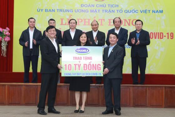 Thêm 1 tỷ đồng hỗ trợ bệnh viện Bạch Mai chống dịch Covid-19 ảnh 1