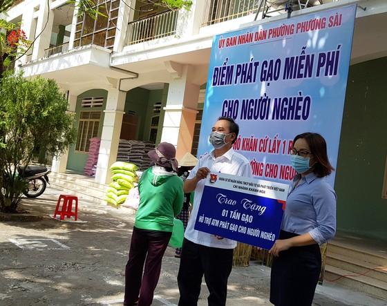 Phóng viên báo chí thường trú tại Khánh Hòa chung tay cùng ATM gạo ảnh 4