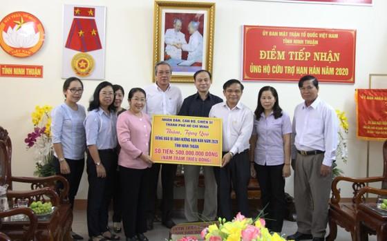 Phó Bí thư Thành ủy TPHCM Võ Thị Dung thăm, trao tiền hỗ trợ người dân vùng hạn hán Ninh Thuận ảnh 1
