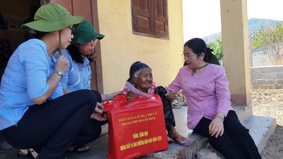 Phó Bí thư Thành ủy TPHCM Võ Thị Dung thăm, trao tiền hỗ trợ người dân vùng hạn hán Ninh Thuận ảnh 3