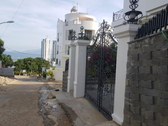 Phố biệt thự trái phép trên núi Cô Tiên gây nguy hiểm cho dân cư ảnh 2