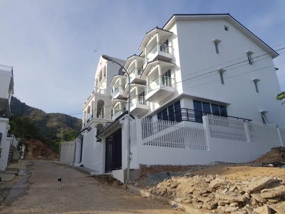 Phố biệt thự trái phép trên núi Cô Tiên gây nguy hiểm cho dân cư ảnh 4