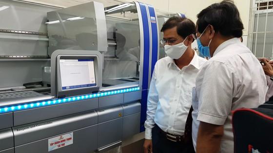 Theo các bác sĩ Bệnh viện Đa khoa Khánh Hòa cho biết, đây là hệ thống máy xét nghiệm Covid hiện đại nhất miền Trung hiện nay.  ảnh 3