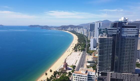 Khánh Hòa phấn đấu trở thành trung tâm kinh tế biển, trung tâm du lịch, dịch vụ lớn của cả nước ảnh 1