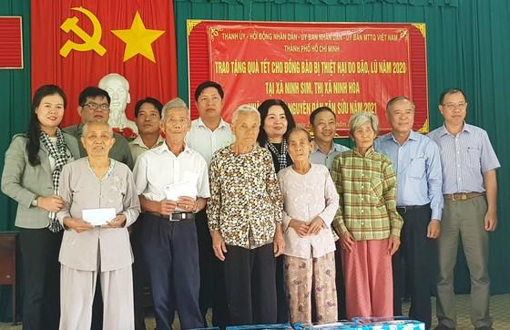 TPHCM tặng nhân dân Khánh Hòa và Phú Yên 600 triệu đồng ảnh 1