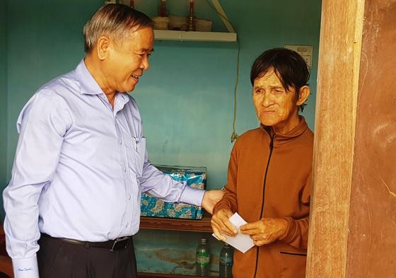 TPHCM tặng nhân dân Khánh Hòa và Phú Yên 600 triệu đồng ảnh 2