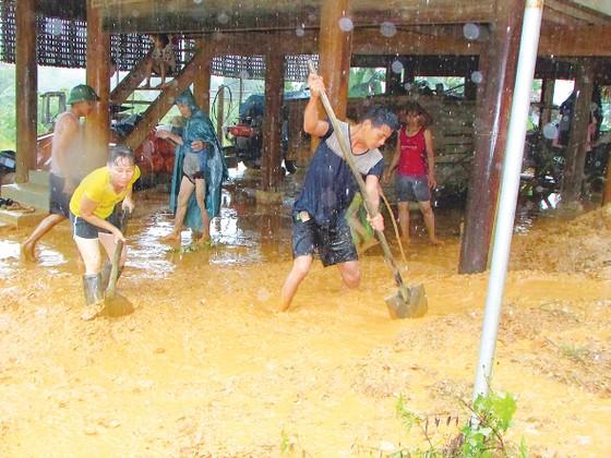 Cầu Kỳ Lừa chìm trong nước lũ sông Kỳ Cùng ảnh 5