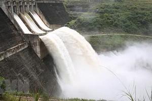 Thủy điện đang thi công dung tích 13 triệu m3 bị kẹt cửa van, phải dời dân khẩn cấp   ảnh 1