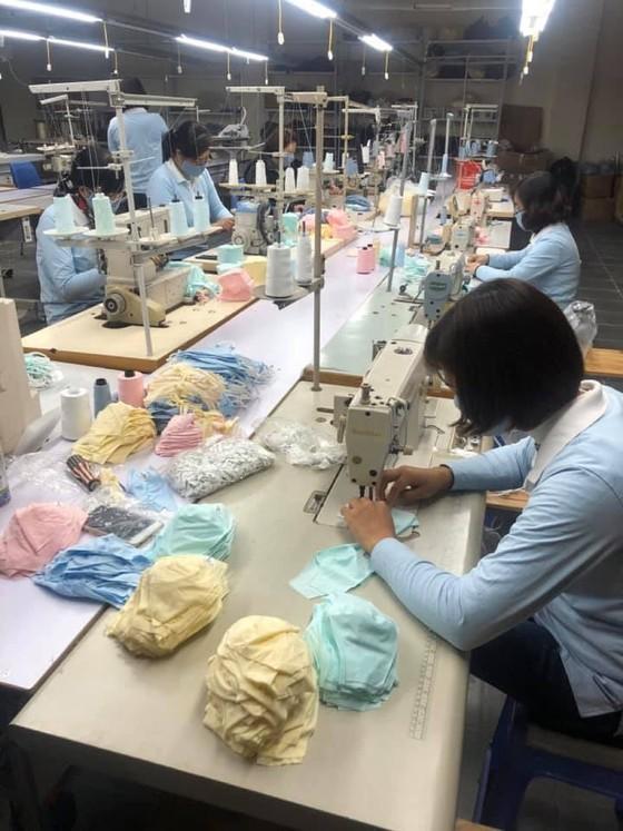 Bộ Công thương vào cuộc cùng doanh nghiệp sản xuất khẩu trang chống dịch ảnh 1