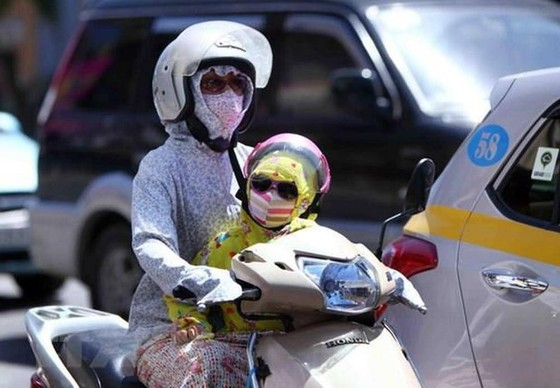 """Gió Lào khô nóng đã tới, chỉ số UV đạt """"max"""" ảnh 1"""