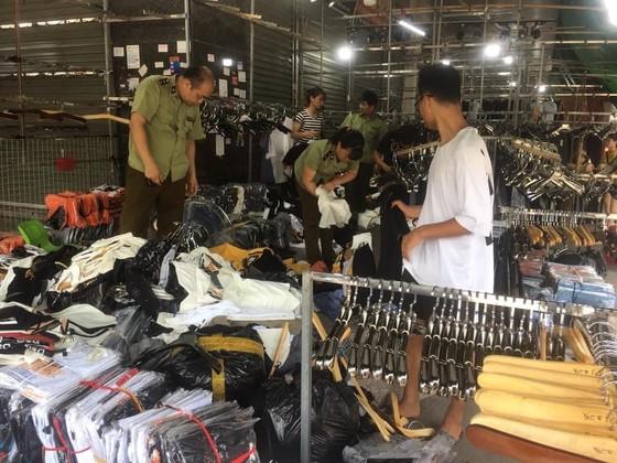 Phát hiện lô hàng lậu hơn 1.800 sản phẩm tại kho Công ty cổ phần dịch vụ hàng hóa Nội Bài ảnh 1