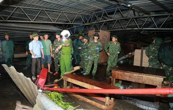 Lốc xoáy, sập xưởng gỗ, 3 người thiệt mạng, 20 người bị thương ảnh 1
