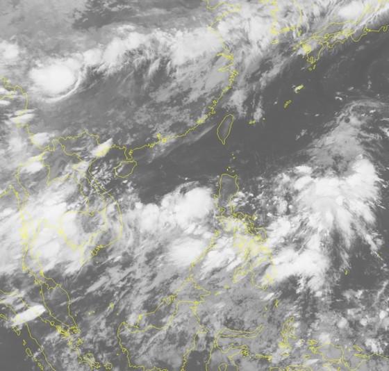 Xuất hiện áp thấp giữa Biển Đông ảnh 1