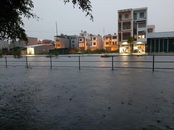 5 trận động đất ở Sơn La, mưa lớn Hạ Long chìm trong biển nước ảnh 2