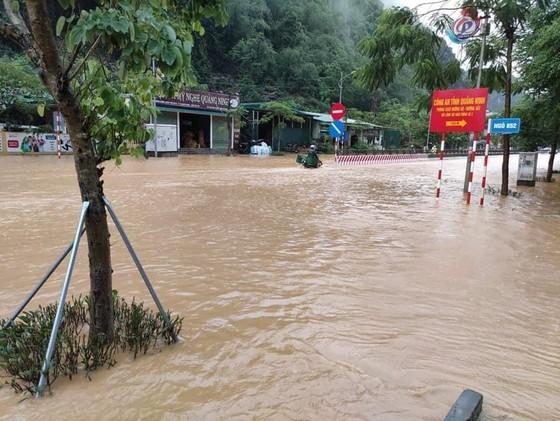 5 trận động đất ở Sơn La, mưa lớn Hạ Long chìm trong biển nước ảnh 3