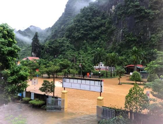 5 trận động đất ở Sơn La, mưa lớn Hạ Long chìm trong biển nước ảnh 4
