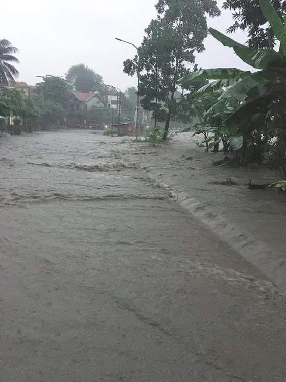 5 trận động đất ở Sơn La, mưa lớn Hạ Long chìm trong biển nước ảnh 5