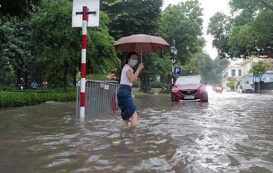 Áp thấp nhiệt đới đang mạnh lên thành bão, nhiều nơi mưa to ảnh 2