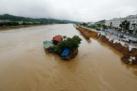 Thủy điện Lai Châu mở 5 cửa xả lũ ảnh 7