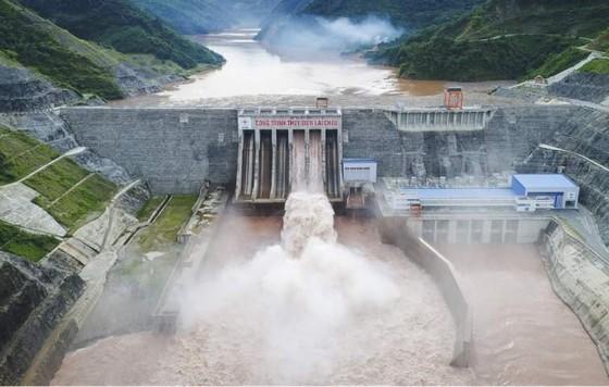 Thủy điện Lai Châu mở 5 cửa xả lũ ảnh 2