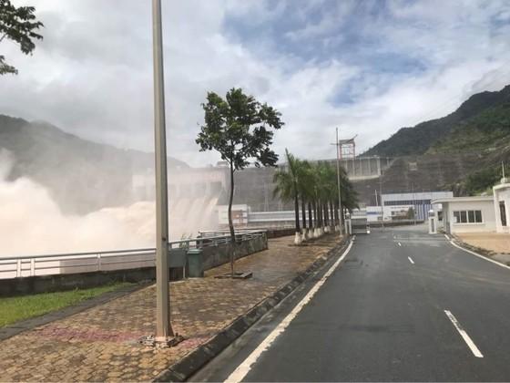 Thủy điện Lai Châu mở 5 cửa xả lũ ảnh 3