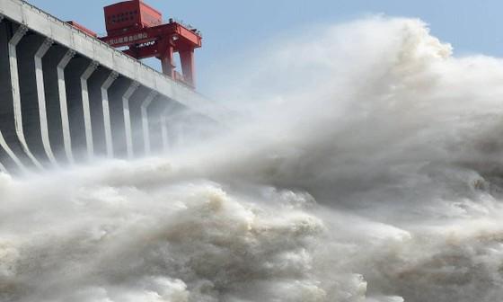 Trung Quốc xả lũ thủy điện xuống sông Hồng ảnh 6