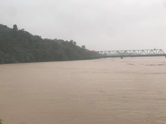 Trung Quốc xả lũ thủy điện xuống sông Hồng ảnh 1