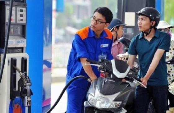 Từ chiều nay, xăng dầu đồng loạt giảm giá ảnh 1
