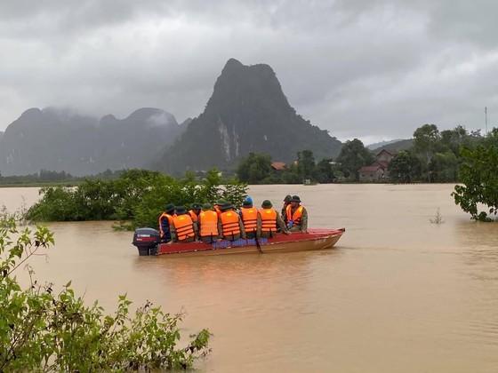 Sơ tán khẩn 26.000 người tránh lũ lụt ở miền Trung ảnh 3