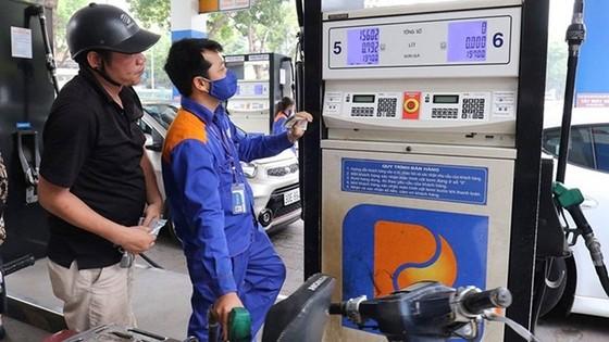 Giá xăng dầu tăng nhẹ ảnh 1