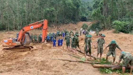 Kiến nghị Thủ tướng truy tặng bằng 'Tổ quốc ghi công' cho 13 quân nhân, cán bộ hy sinh trong mưa lũ ảnh 1