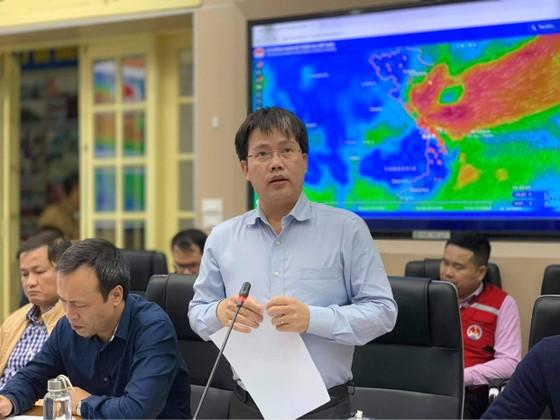 Miền Trung đang mưa như trút, hàng trăm người chết và mất tích ảnh 4