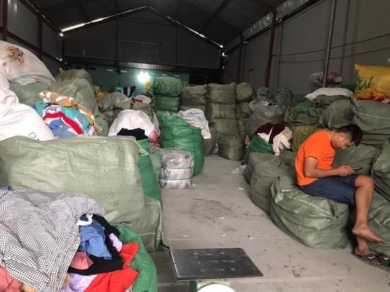 """Bắt hơn 28 tấn quần áo """"sida"""" ở Quảng Ninh ảnh 2"""