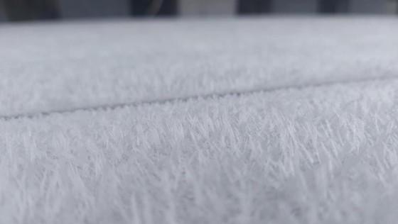 Sáng nay 21-12, băng giá rơi trắng đỉnh Fansipan ảnh 5