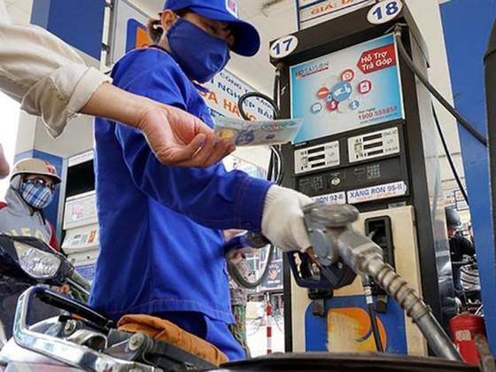 Xăng dầu tiếp tục tăng giá từ chiều nay ảnh 1