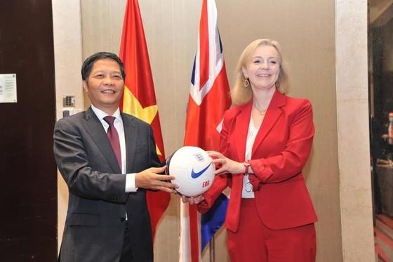 Việt Nam chính thức ký kết UKVFTA, thực thi từ 31-12-2020 ảnh 1