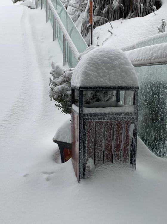 Băng tuyết tiếp tục phủ trắng đỉnh Fansipan ảnh 5