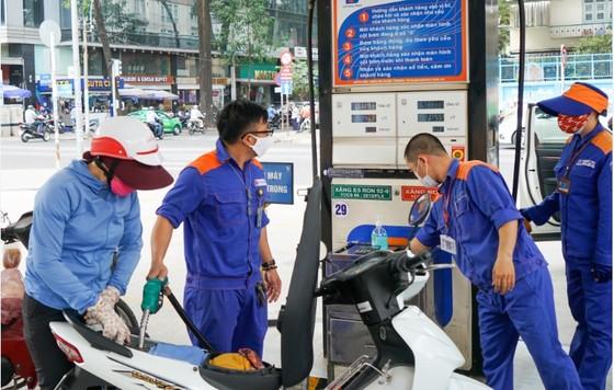 Chiều nay 27-4, giá các loại xăng dầu tăng nhẹ ảnh 1