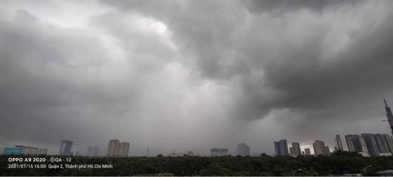 Chiều nay 16-7, TPHCM có thể lặp lại cơn mưa hôm qua ảnh 1