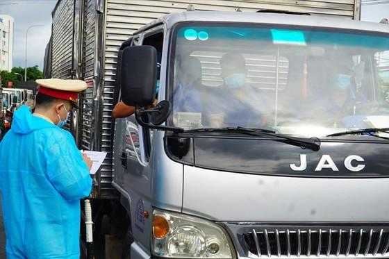 Bộ Công thương đề nghị ưu tiên vaccine cho lái xe liên tỉnh, lao động logistics ảnh 1