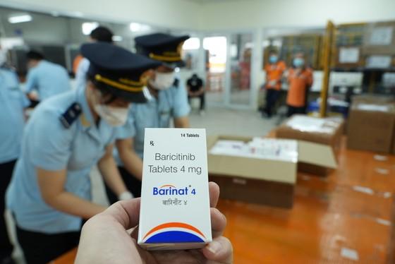 Bắt lô hàng hơn 60.000 viên thuốc điều trị Covid-19 ảnh 4