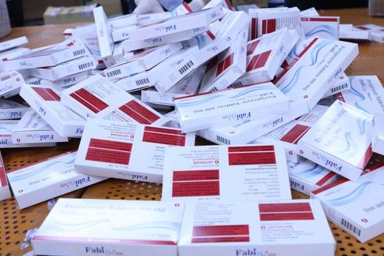 Bắt lô hàng hơn 60.000 viên thuốc điều trị Covid-19 ảnh 1