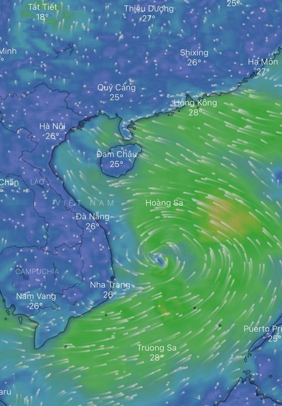 Một vùng áp thấp trên Biển Đông đang di chuyển về đất liền ảnh 2