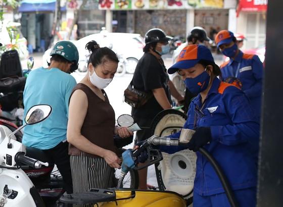 Từ 15 giờ ngày 25-9, giá xăng và dầu đều tăng mạnh ảnh 1