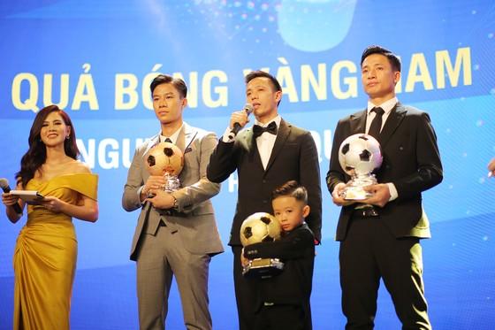 Văn Quyết đoạt Qủa bóng vàng Việt Nam khiến thầy Park thêm… áp lực ảnh 2