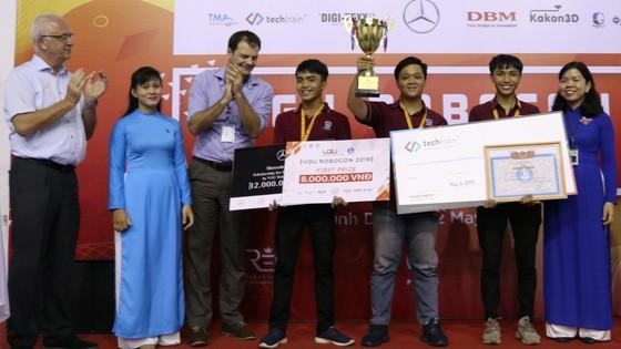 Sinh viên Trường ĐH Nguyễn Tất Thành vô địch cuộc thi VGU Robocon 2019  ảnh 1
